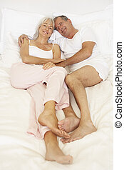 senior, relaxen, paar, bed
