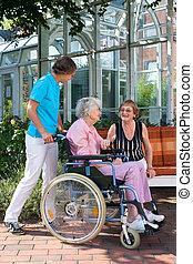 senior, rullstol, kvinna, henne, carer