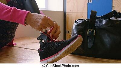 senior, shoelace, wymiana, sala gimnastyczna, 4k, kobieta, ...