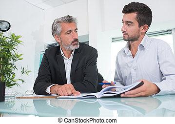senior, vergaderruimte, zakenmens