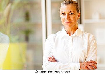 senior, vrouwlijk, collectief, arbeider, in, kantoor