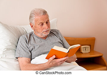 senior, w, przedimek określony przed rzeczownikami, dom starców, żeby przeczytać, przedimek określony przed rzeczownikami, książka, w łóżku