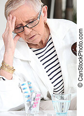 senior woman, bevétel, drogok
