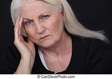 senior woman, bosszúság