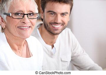 senior woman, fiatalember, ülés