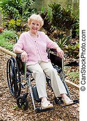 senior woman, in, rullstol, utomhus