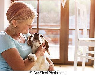 senior woman, kutya