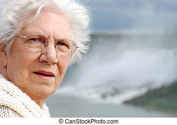 senior woman Niagara falls