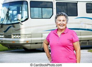 senior woman, noha, autózik saját