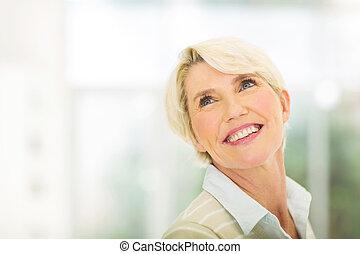 senior woman, sett upp