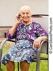 senior woman, smartphone