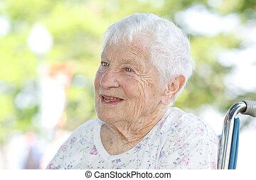 senior woman, tolószék
