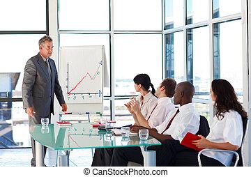 senior, zakenman, het op elkaar inwerken, met, zijn, team