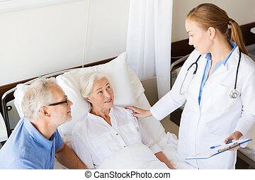 senior, ziekenhuis, vrouw, klembord, arts