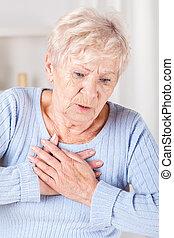senioren, dame, mit, brust schmerz