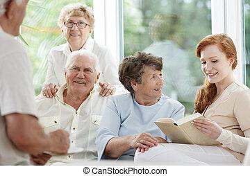 seniores, tendo divertimento