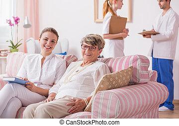 seniores, vivendo, ajudado