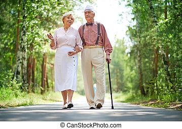 seniors, гулять пешком
