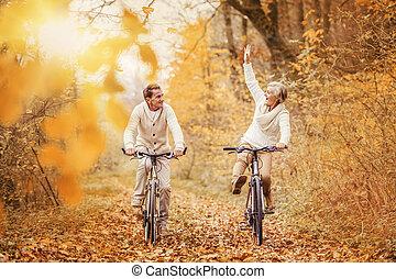seniors activo, ridding, bicicleta, y, tener diversión