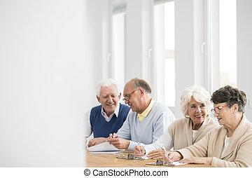 seniors, beszéd, szünet, közben