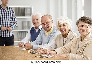 seniors, csoport, boldog