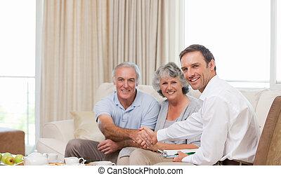 seniors, dall'aspetto, macchina fotografica, assicurazione, uomo