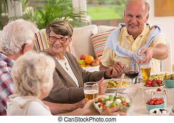 seniors, el gozar, tarde, comida