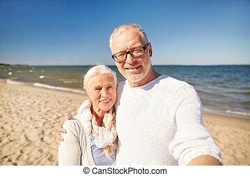 seniors, film, bevétel, bot, tengerpart, selfie