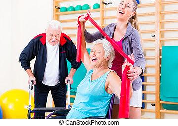 seniors, in, fysisk, rehabilitering, terapi