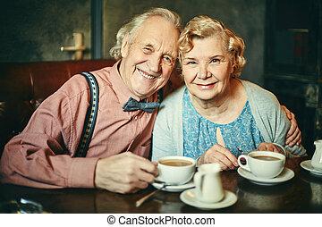 seniors, kávéház, boldog