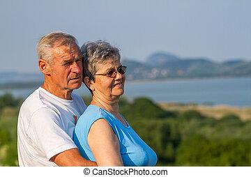 seniors, párosít, alatt, szabadban