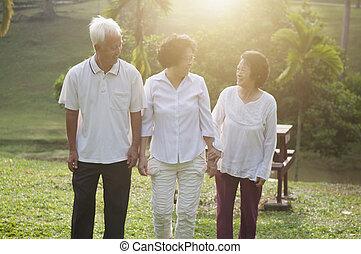 seniors, parco, camminare, gruppo, asiatico