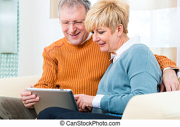 seniors, saját computer, tabletta