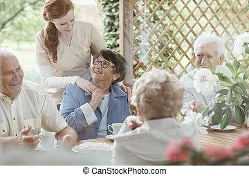 seniors, spenderande, utanför, tid