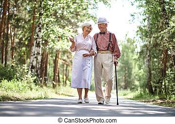 seniors, szabadban