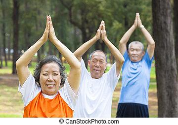 seniors, testedzés, liget, közelkép