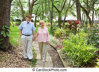 seniors, tillsammans, vandrande