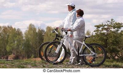 seniorzy, bicycles