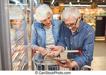seniour, para, czytanie, shopping spis