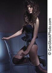sensual, alto, dama, llevando, ropa interior atractiva