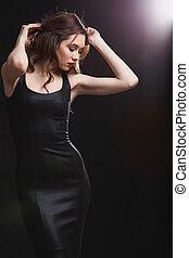sensual, atractivo, mujer joven, con, labios rojos, posición