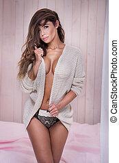 Sensual brunette woman posing. - Beautiful young natural...