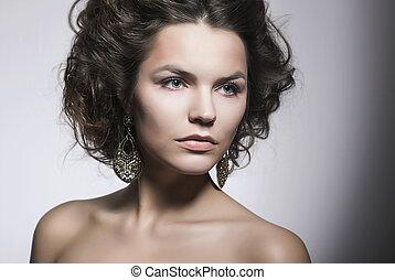 Sensual Girl Beauty Portrait - Natural Makeup. Perfect Model