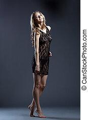 sensual, menina jovem, posar, em, erótico, lacy, negligee