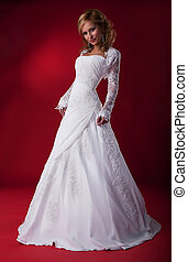 sensual, modelo, novia, rubio, en, vestido de la boda, posar