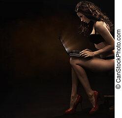 sensual, mulher, com, laptop
