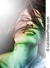 sensual, mulher jovem, com, cabelo, movimento