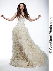 sensual, novia, en, exuberante, blanco, nupcial, vestido, posición