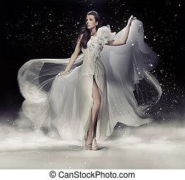 sensuale, brunetta, donna ballando, in, vestito bianco