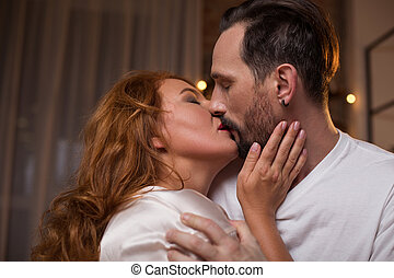 sensuale, donna, godere, bacio, di, lei, amante